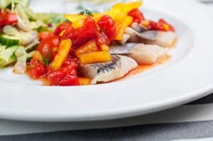 Śledź w pomidorach - Ryba - przystawka - Restauracja 7 kontynent