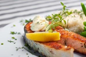 Stek z łososia z fasolką szparagową i risotto - Dania rybne - 7 kontynent