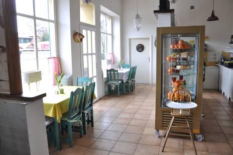 Wnętrze restauracji 7 kontynent przy ulicy Sychty w Jastarni